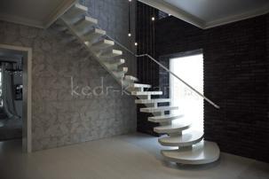 белая лестница из дерева